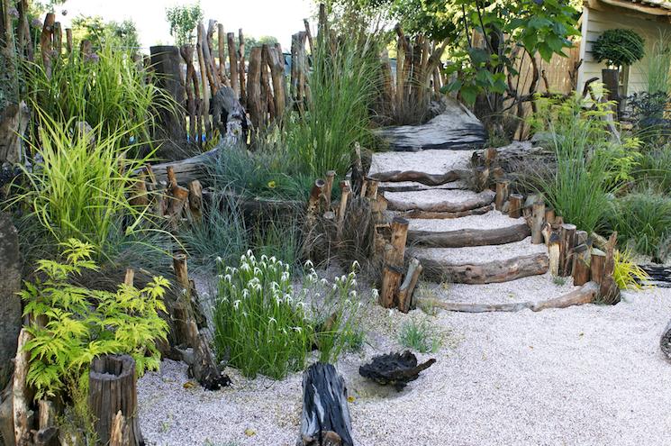 shady garden with gravel